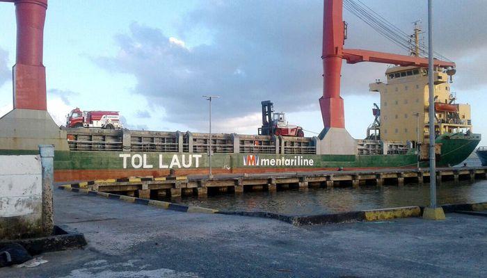 Saat ini, ada 13 rute tol laut yang ada, dan 12 rute di antaranya sudah berjalan. Kapal Tol Laut singgah di 41 pelabuhan, mulai dari Natuna dan Enggano di Kawasan Indonesia Barat hingga Namrole, Wasior, Saumlaki, Kisar, Namrole, dan Waingapu di Kawasan Indonesia Timur. (Kemenhub).
