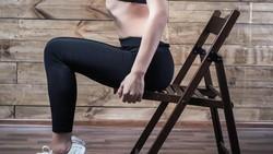 Tak perlu beli sepeda statis atau treadmill jika ingin olahraga di rumah. Alat-alat rumah tangga ini juga bisa dijadikan alternatif alat bantu untuk olahraga.