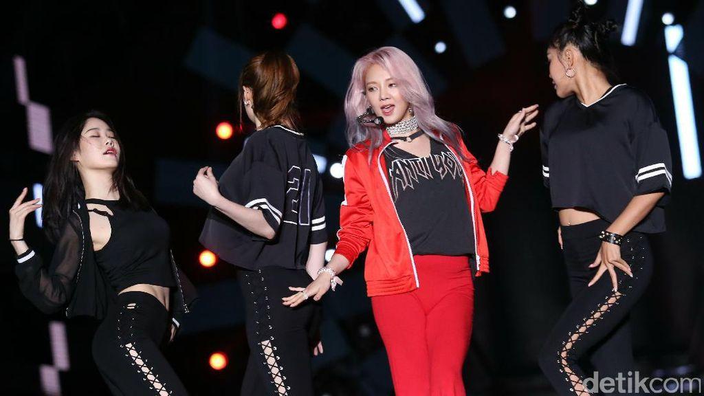 Nyanyi Tiga Lagu, Hyoyeon Bikin Heboh Panggung HUT Transmedia