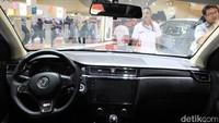 Interior Glory 580. SUV penantang CR-V dari China ini dijanjikan bakal dijual di kisaran Rp 200 jutaan.