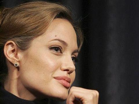 Tahi lalat Angelina Jolie