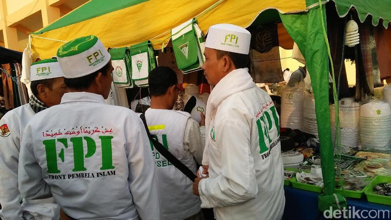 Izin Belum Dilanjutkan, Rekam Jejak FPI Jadi Kajian