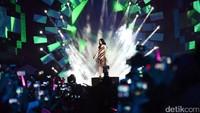 Taeyeon menyanyikan dua lagi di acara Countdown Asian Games 2018 yang digelar di pelataran Monas, Jakarta Pusat, Jumat (18/8/2017). (Foto: Taeyeon SNSD (Noel/detikHOT)