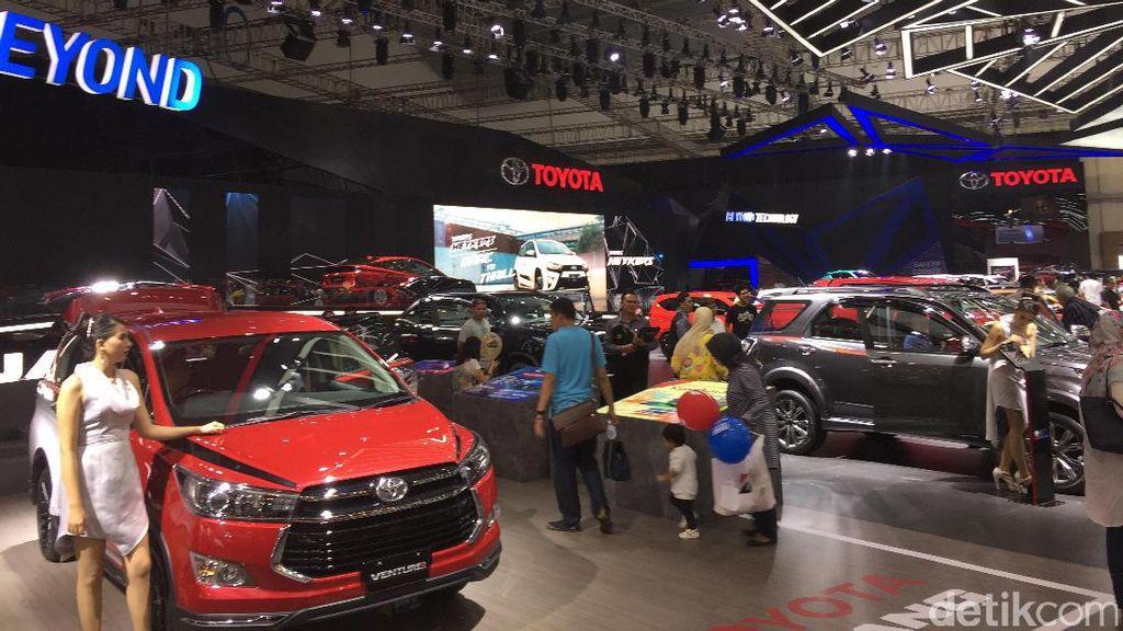 Bea Balik Nama Naik, Toyota Kerek Harga Mobil?