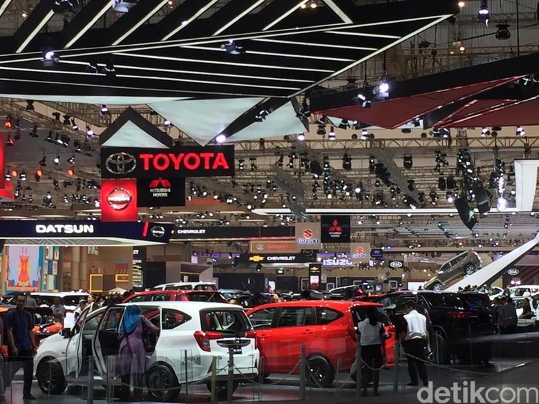 Suasana Booth Toyota di GIIAS 2017