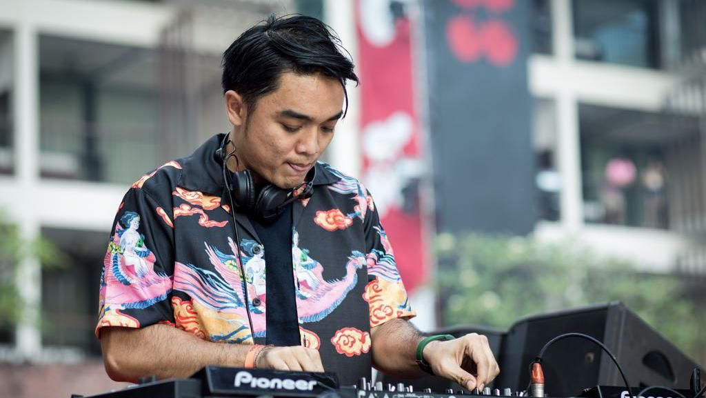 Mengulik Single Penyembuh Dipha Barus You Move Me