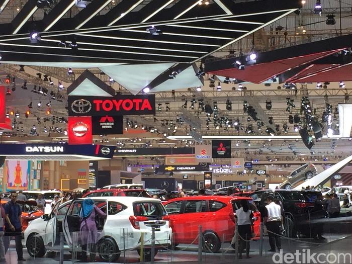Suasana Booth Toyota