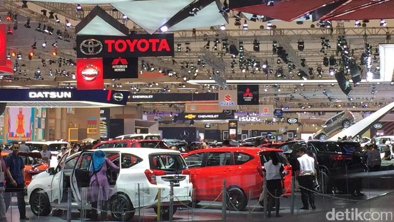 Toyota memprediksi penjualan mobil di 2017 Foto: Dadan Kuswaraharja