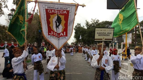 Ribuan Pesilat Unjuk Jurus di Malioboro