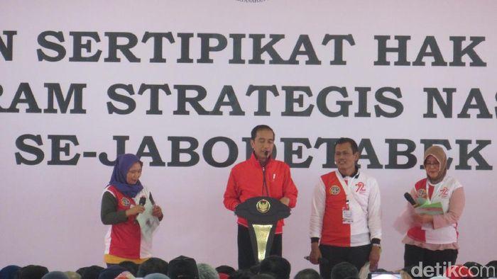 Jokowi Bagikan Sertifikat Tanah (Foto: Ardan Adhi Chandra-detikFinance)