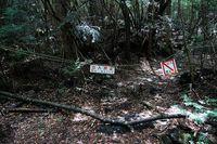 Pembatas untuk tidak memasuki Aokigahara lebih dalam