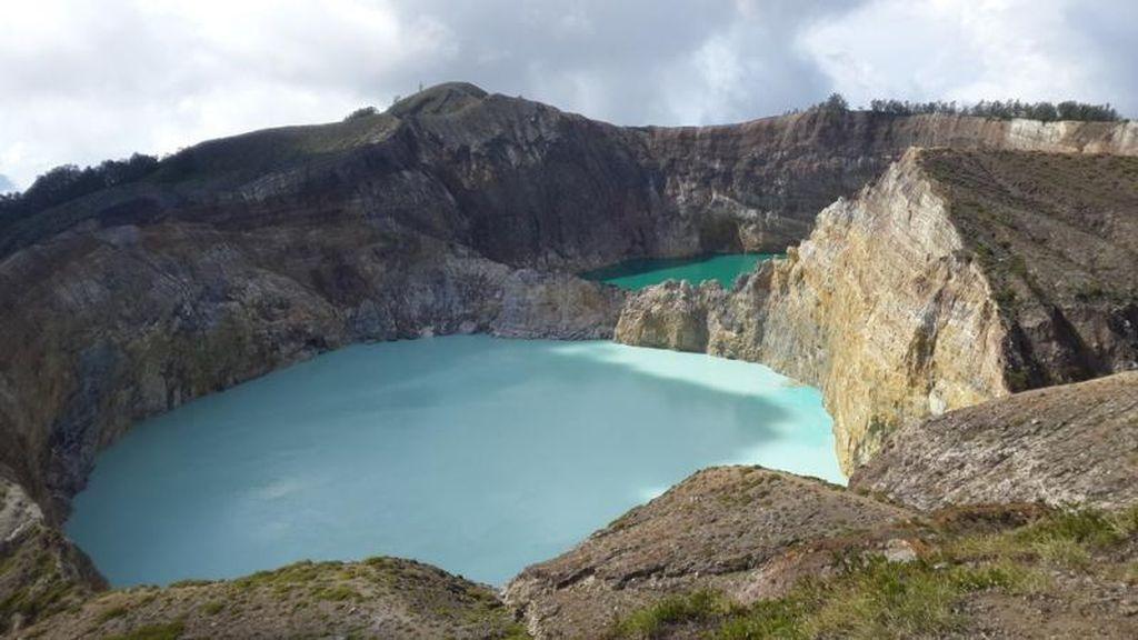 Siapa yang Sudah Pernah ke Danau Tiga Warna?