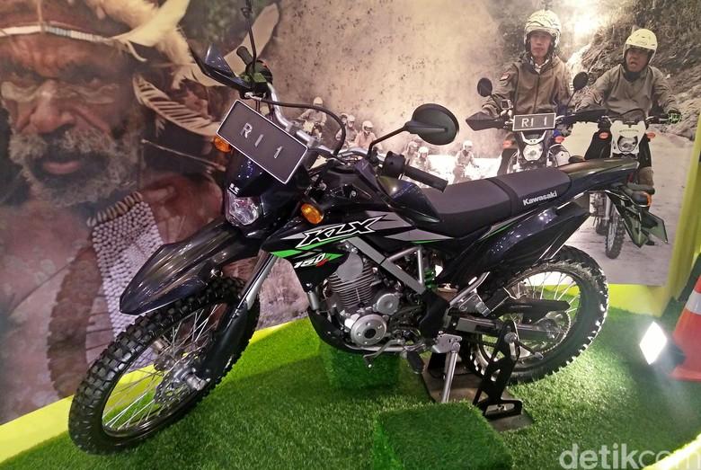 Kawasaki KLX Motor Jokowi Arungi Papua. Foto: Khairul Imam Ghozali