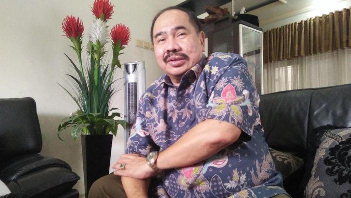 Foto: Kepala PPATK Kiagus Ahmad Badarudin di rumahnya/Foto: Yulida Medistiara