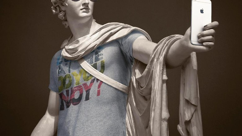 Foto: Patung Yunani kuno didandani jadi hipster (leocaillard.com)