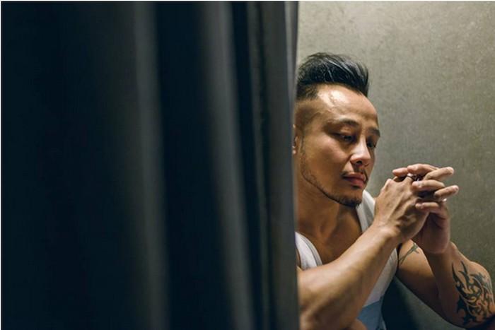 Pelatih kebugaran asal Ipoh, Perak, Malaysia, ini mengaku mengonsumsi steroid sejak 2008 untuk membuatnya lebih berotot dan rambut tumbuh di wajahnya.