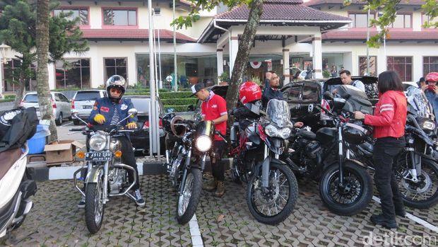 Ananda Omesh dkk Touring Santai Menuju Bali