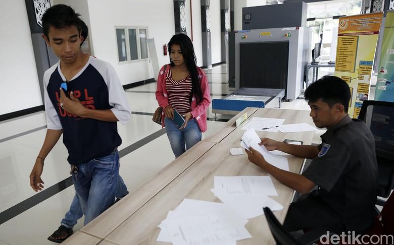 Keluar-Masuk Malaysia Lewat PLBN Entikong yang Dibanggakan Jokowi