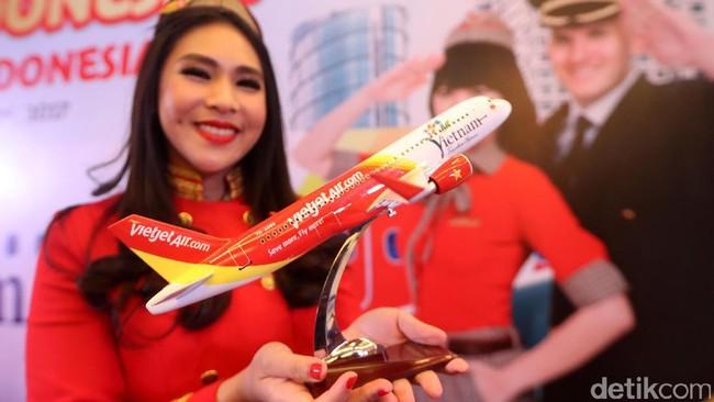 Terbang ke RI, Pramugari VietJet Dilarang Pakai BIkini