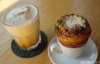 Es kopi susu X-M dan Crosspresso di XCoffee.