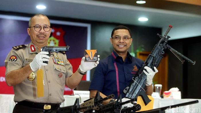 10 Airsoft Gun Replika Pedang Milik Bos First Travel Ikut Dirampas Negara