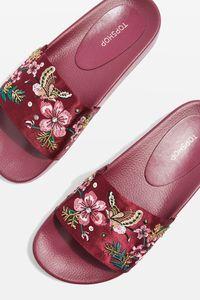Referensi 5 Sandal Feminin yang Manis Dipakai Jalan-jalan
