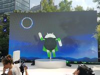 Patung maskot Android Oreo di New York.