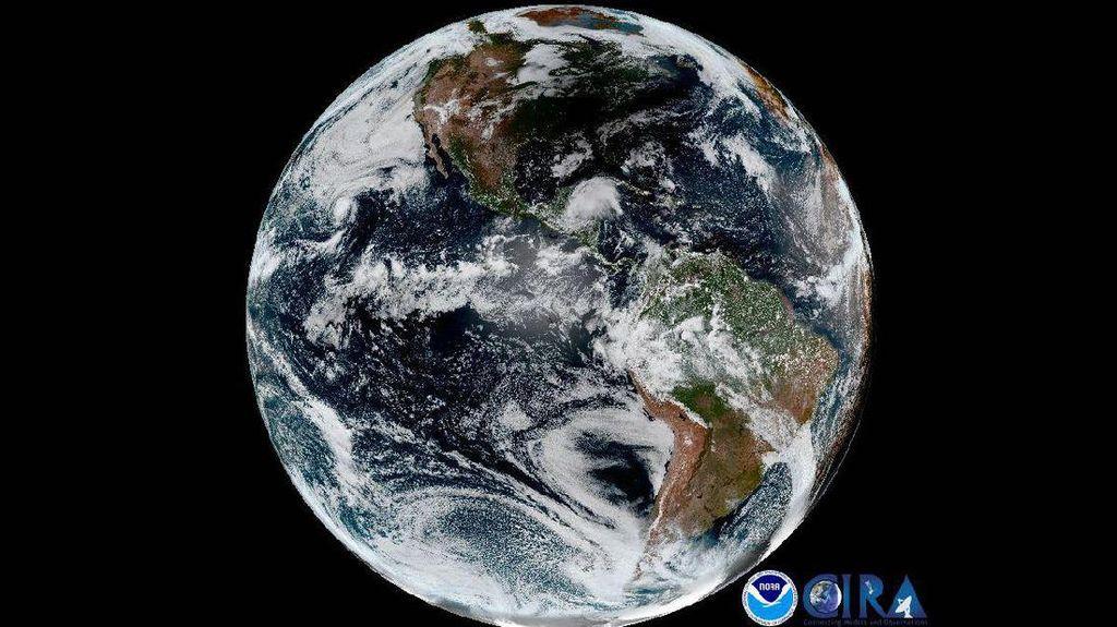 Penampakan Bumi Bulat Dilanda Gerhana Matahari