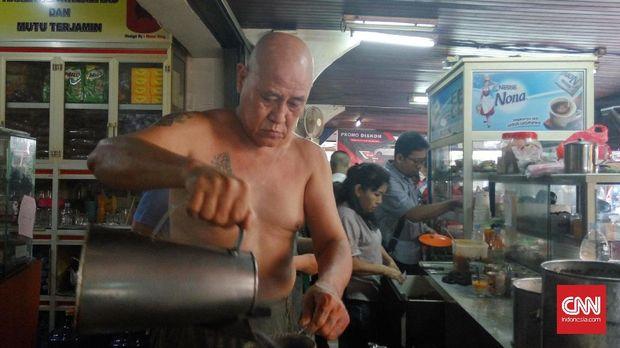 Asiang sang peracik kopi
