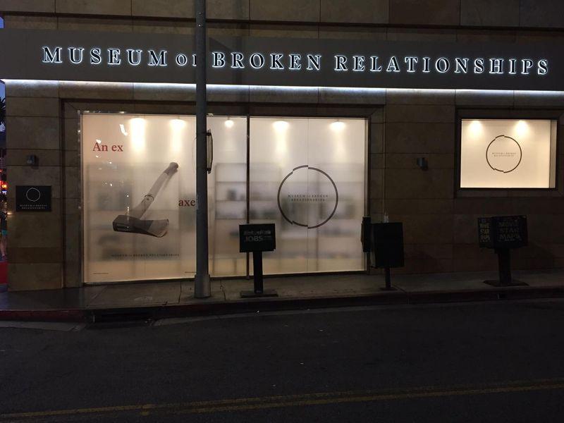 Adalah Museum of Broken Relationship, yang terletak di Zagreb, Kroasia dan Los Angeles di AS. Isinya… barang-barang dari sang mantan (Facebook/Museum of Broken Heart)