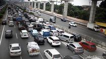 Ada Alat Berat Gangguan Mesin, Tol Jakarta-Cikampek Macet 14 Km