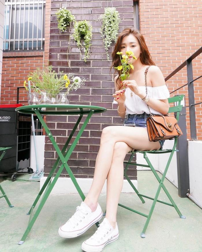 Ada ukuran pasti untuk standar kaki indah bagi artis korea, yakni menggunakan ratio 5:3:2 (50 cm lingkar paha, 30 cm lingkar betis, 20 cm lingkar pergelangan kaki). Ingin lihat contoh sempurnanya? Tiffany SNSD salah satunya. (Foto: Instagram @xolovestephi)