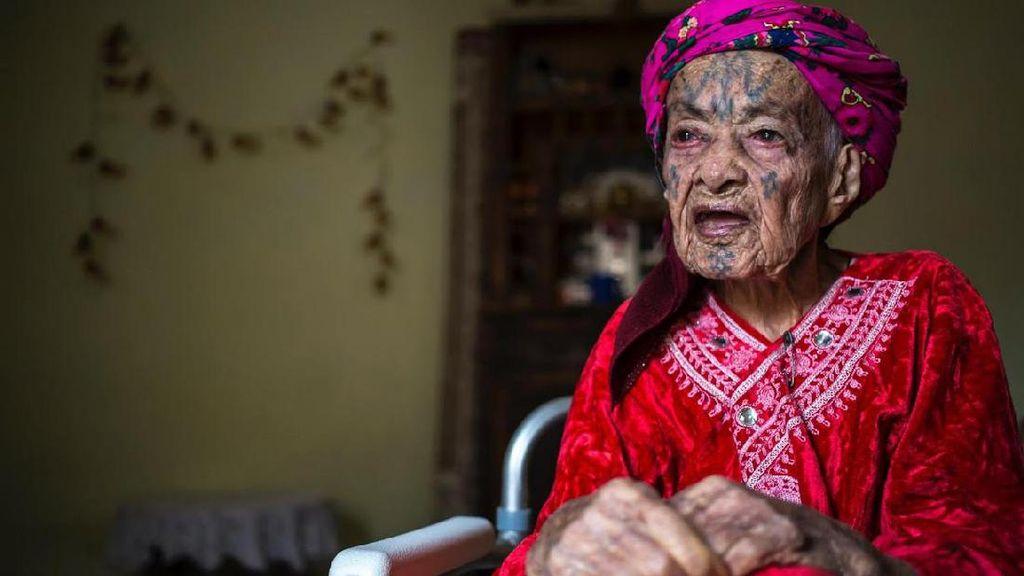 Cantik Ala Wanita Aljazair: Menato Wajah