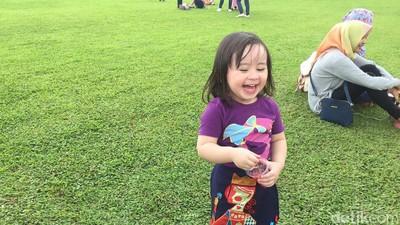 Saat Anak Mudah Tertawa untuk Hal yang Kita Anggap Nggak Lucu