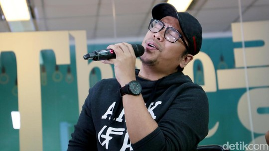 Sammy Simorangkir Pamerkan Kado Pernikahan di Main Stage