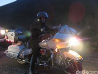 Ferry Maryadi Naik Harley-Davidson di Pasir Bromo