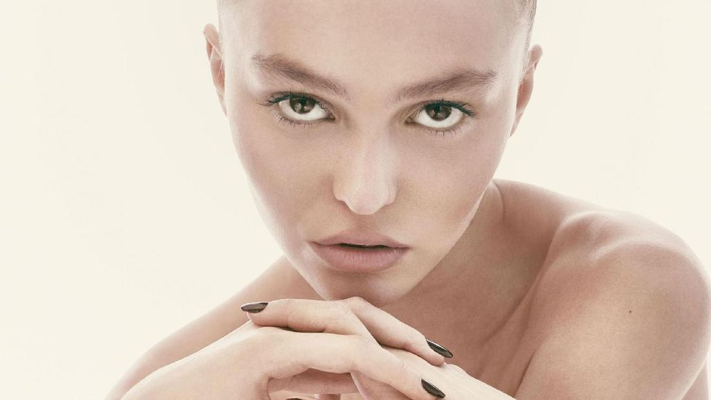 Usia 18 Tahun, Putri Johnny Depp Berani Topless Demi Fashion