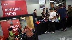 Diduga Bantu Bisnis Anak Jual Sepatu, Bos Nike Mengundurkan Diri
