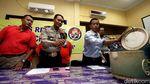 Foto: Polisi Gulung Pelaku Pemalsuan Minuman Kemasan