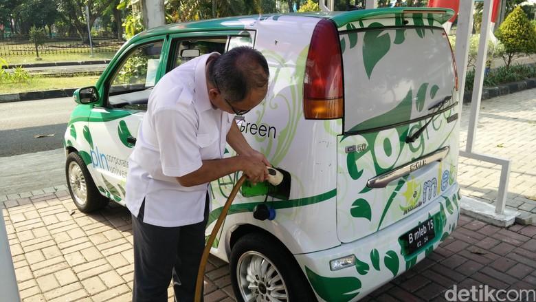 Pengembangan mobil listrik