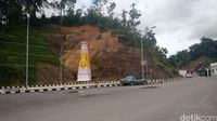 Bukit yang menghalangi ekspor impor di PLBN Entikong.