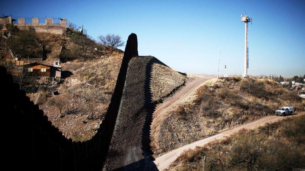 Cegah Penyebaran Corona, AS dan Meksiko Batasi Pelintasan di Perbatasan