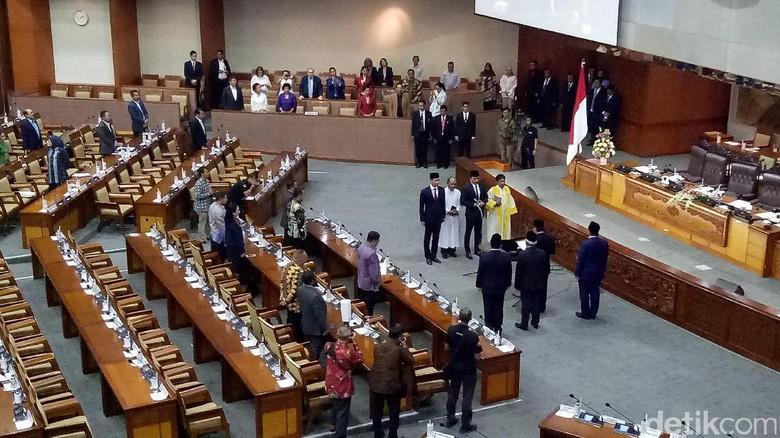 DPR Lantik Wasekjen PD Putu Supadma Pengganti Putu Sudiartana