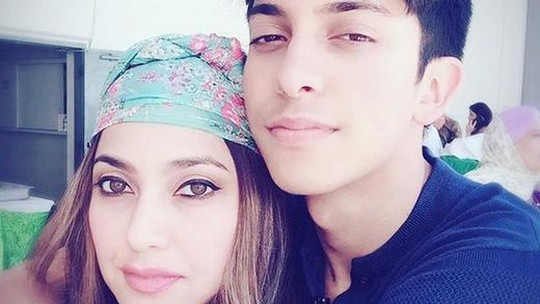 So Hot! Seksinya Sarah Azhari dan Putranya