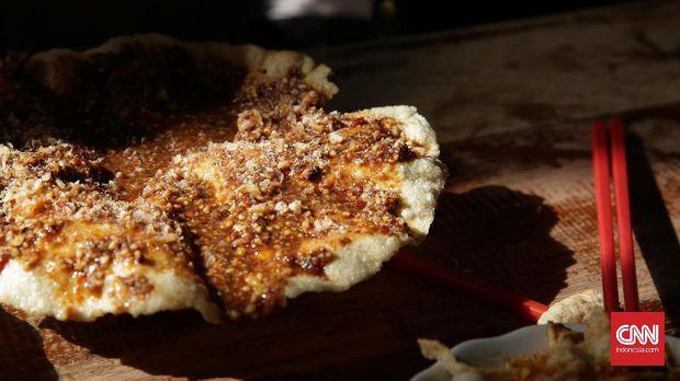 Opak siram kuah kacang juga menjadi menu incaran warga Singkawang