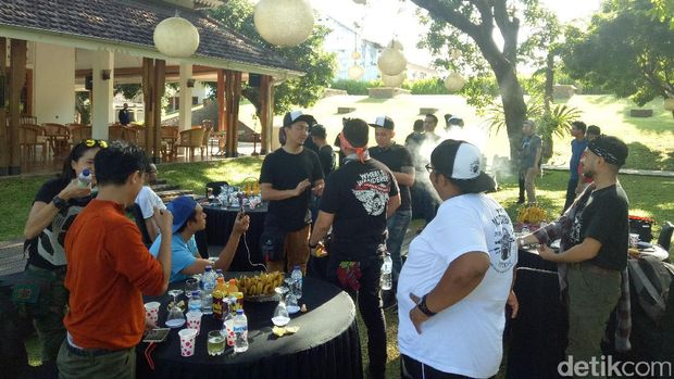 Para Baikers simPATI Motorbaik di kantor Bupati Sabha Swagata Blambangan, Banyuwangi.