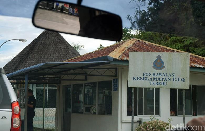 Melihat Perbedaan Pos Lintas Batas Entikong dengan Tebedu Malaysia