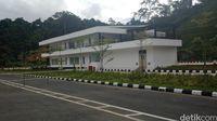 Bangunan kargo di PLBN Entikong yang belum dipakai.
