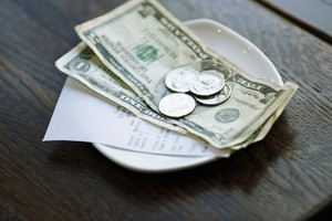 Wouw! Pasangan Ini Tinggalkan Tip Sebesar Rp 16 Juta untuk Pelayan Restoran