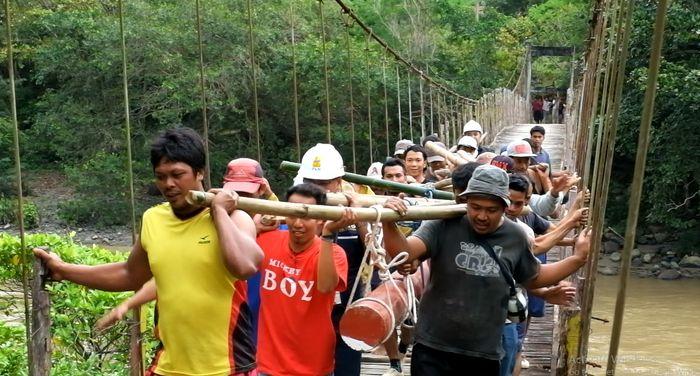 Dusun Panassang dan Kalidong, Desa Tallubamba, di Kabupaten Enrekang, Sulawesi Selatan (Sulsel), segera terang benderang di malam hari. PLN sudah membangun jaringan ke sana, listrik mulai mengalir akhir tahun ini. (Dok. PLN)
